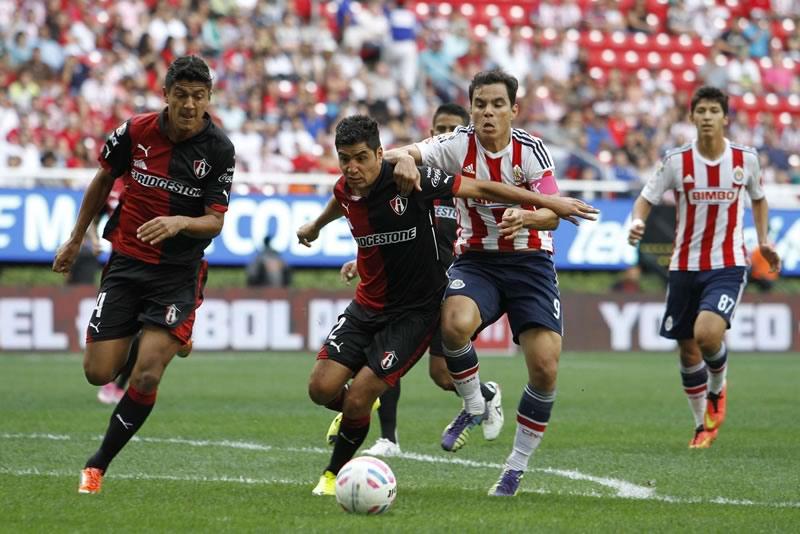A qué hora juegan Chivas vs Atlas el clásico del Apertura 2015 y en qué canal lo pasarán - horario-chivas-vs-atlas-clasico-apertura-2015