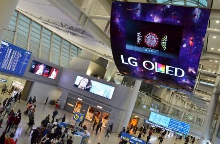 LG Electronics crea la pantalla OLED más grande del mundo - oled-signage-incheon-airport_2-450x295