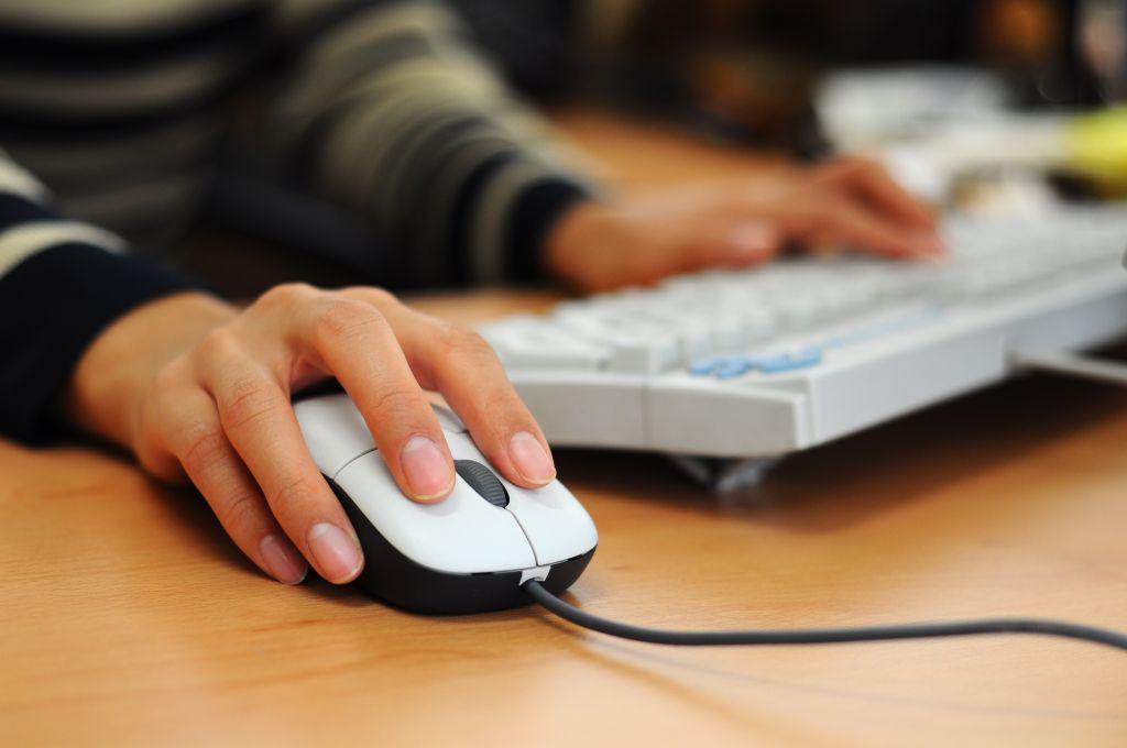 Facebook y el chat son los medios de comunicación favoritos de los mexicanos - 1208422_89744071