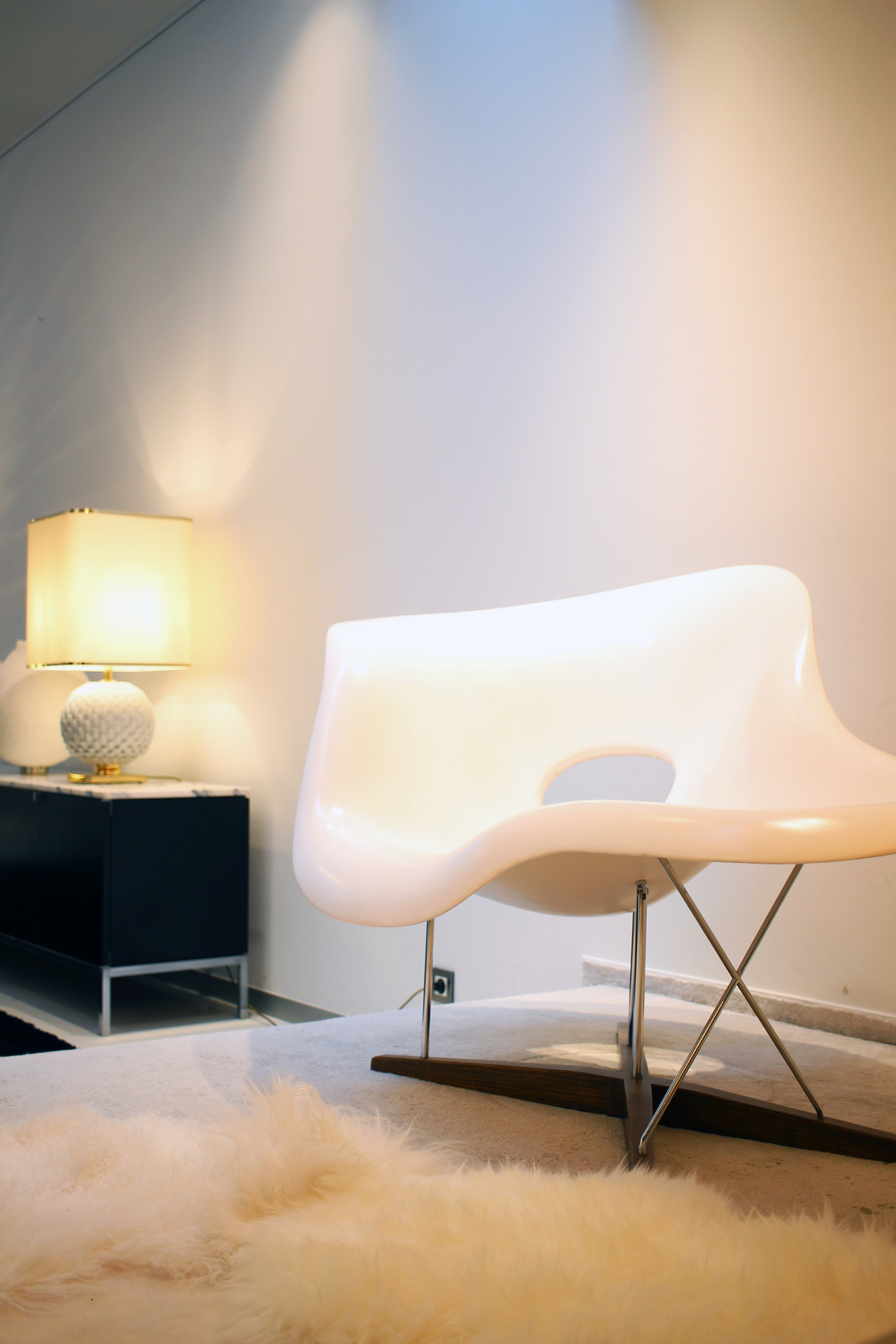 la chaise by charles ray eames for