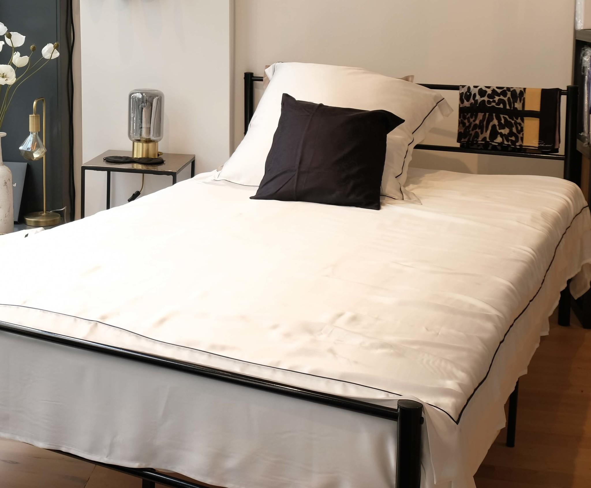 Housse De Couette Avec Passepoil Luxe Confort Silkmood