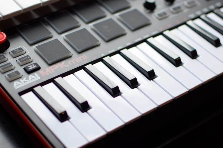 MIDI keyboard controller for Ableton and Cubase