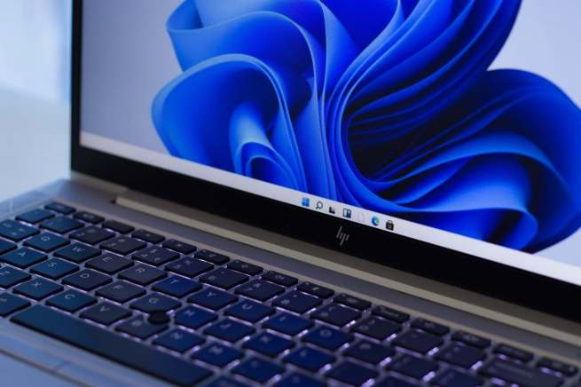 how to refresh the desktop on windows 11