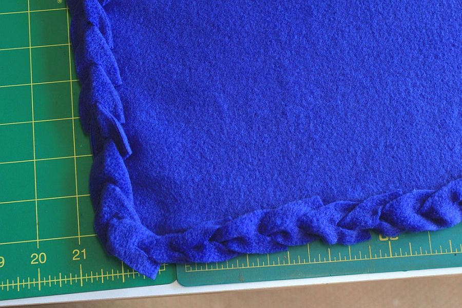 Image Result For How To Make A No Sew Fleece Blanket Without Knots