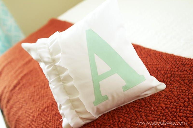 15 Plush and Cute DIY Throw Pillows Ideas