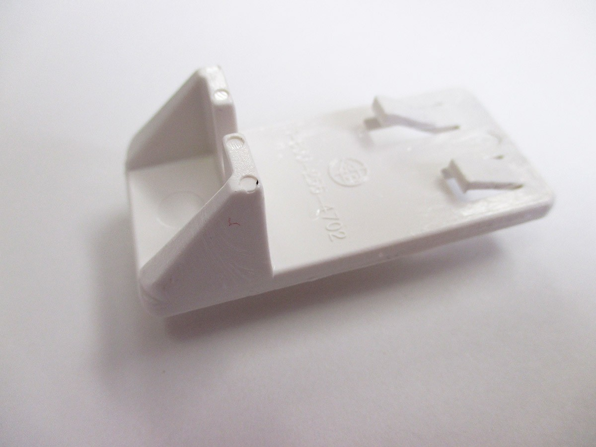 Heavy Duty Locking Shelf Support Double Pin White 3220WH32 Bainbridge