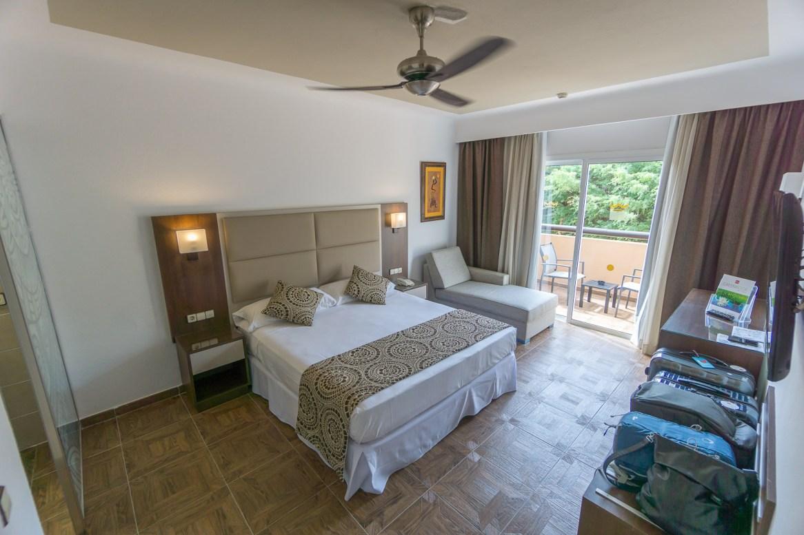 Suite mit Doppelbett (Blick vom Flur)