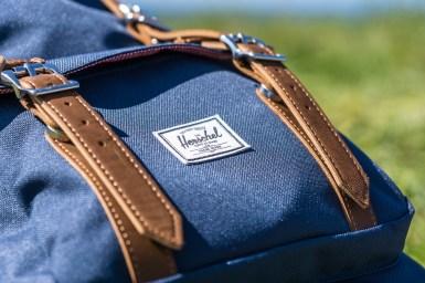 Herschel Little America Rucksack - 25 Liter - Fronttasche und Logo