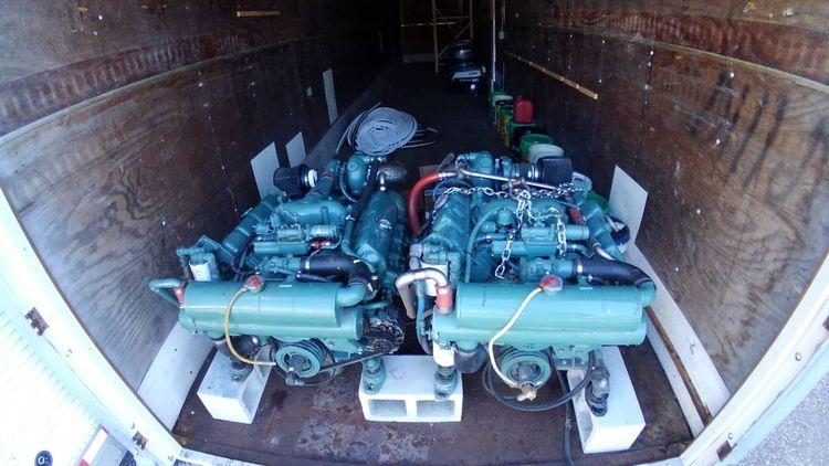 2 Detroit 8.2L turbo Pair Detroit 8.2 Turbo 205HP w Twin