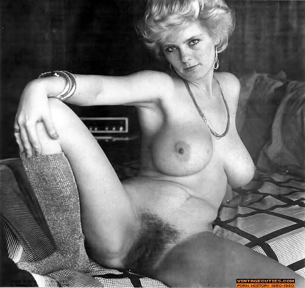xpicsme  hairy pussy Big tits vintage queens posing