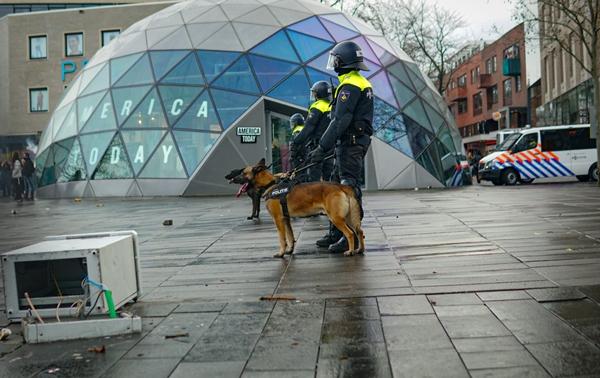 Foto - Kısıtlama karşıtı protestolar Lahey kentine de sıçramış, göstericiler polisle çatışmıştı.