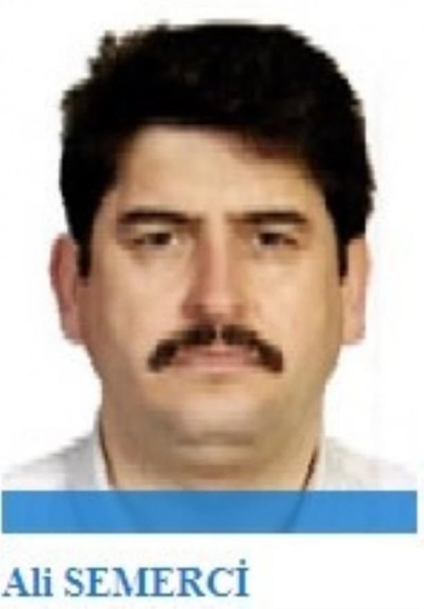 Foto - Bir dönem FETÖ'nün 'Türkiye Kara Kuvvetleri imamı' olan Gülen'den aldığı MİT tırlarının durdurulması ve basına servis edilmesi talimatını uyguladı. MİT tırlarının hemen öncesinde 17-25 Aralık yargısal darbe girişiminin başarısız olması üzerine görevden 'Türkiye Kara Kuvvetleri imamlığı' görevinden alınarak Pakistan'a gönderildi. Türkiye'den en son 19 Haziran 2016'da çıkış yapan Semerci bir daha Türkiye'ye dönüş yapmadı.