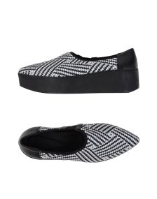VIC MATIĒ ΠΑΠΟΥΤΣΙΑ Κλειστά παπούτσια