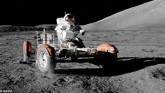 Lunar Roving Vehicle (LRV) digunakan NASA untuk mengekplorasi bulan.