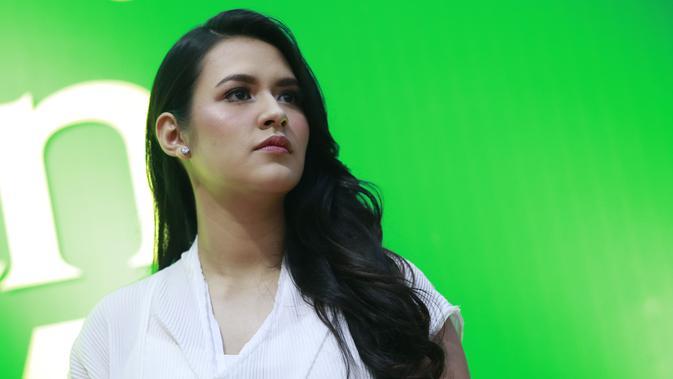 Raisa tampil perdana saat mengisi acara 'Ramadhan Ekstra Tokopedia' di Istora Gelora Bung Karno, Senayan, Jakarta Pusat. Kecantikan Raisa tak luntur meski sudah menjadi seorang ibu. (Kapanlagi.com/Agus Apriyanto)