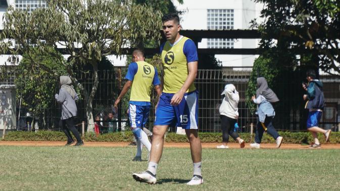 Bek Persib Bandung Fabiano Beltrame menyambut baik kick off Liga 1 dimulai 8 Mei 2019. (Huyogo Simbolon)