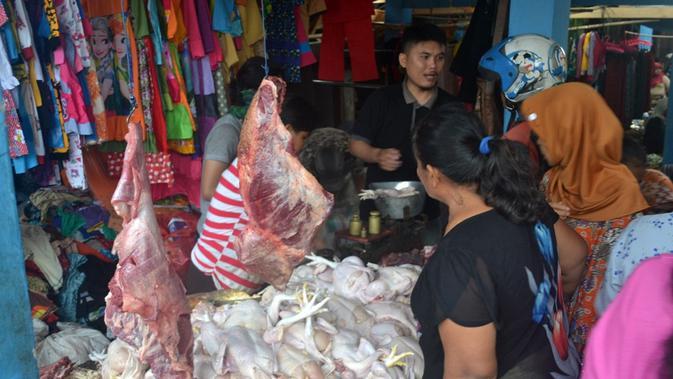 Ilustrasi – Suasana pasar tradisional Karangpucung, Cilacap, Jawa Tengah. (Foto: Liputan6.com/Muhamad Ridlo)