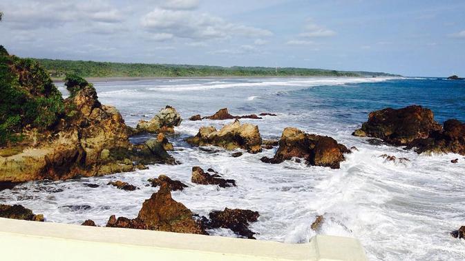 Pantai Karang Tawulan, Menengok Cantiknya Pesisir ...
