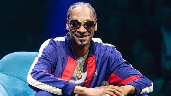 Dilansir dari HollywoodLife,   Snoop Dogg mengatakan baha Kanye benar-benar rugi karena tak mendapatkan wanita kulit hitam. (instagram/snoopdogg)