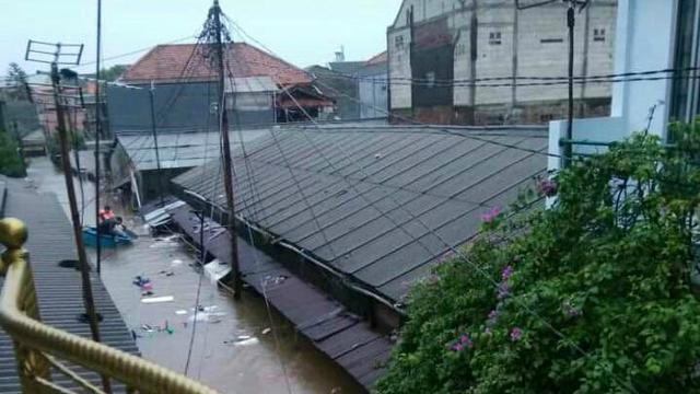 Banjir di wilayah Pinang Ranti Jakarta Timur.