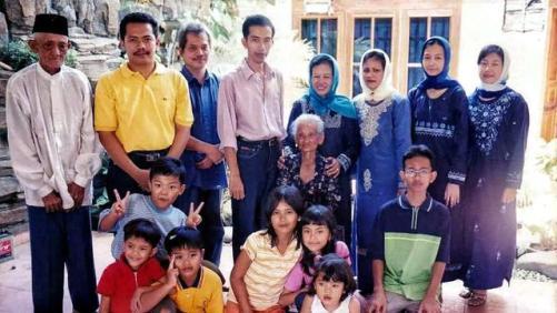 7 Potret Lawas Presiden Jokowi Widodo, Penampilan saat Remaja Curi Perhatian