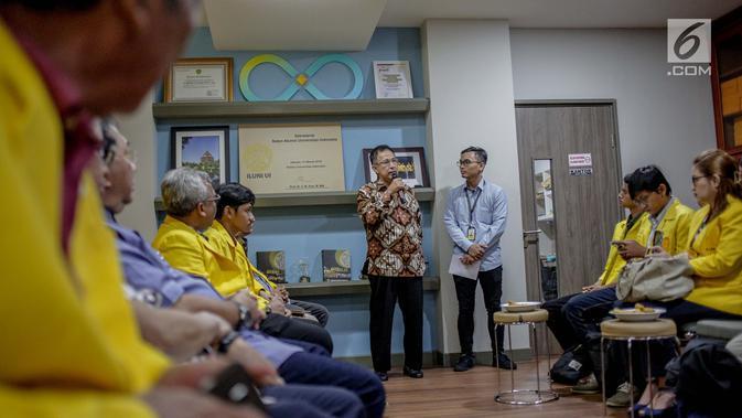 Rektor UI Muhammad Anis memberikan sambutan sebelum pernyataan sikap bersama ILUNI UI dan Mahasiswa UI di Sekretariat ILUNI UI Kampus UI Salemba, Jakarta, Rabu (24/4). (Liputan6.com/Faizal Fanani)