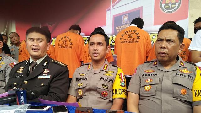 Polisi masih kejar buron lainnya dalam kasus perjokian tes CPNS Kemenkumham di Makassar (Liputan6.com/ Eka Hakim)