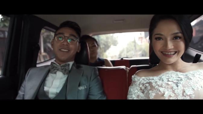 Momen BTS Foto Pre-Wedding Siti Badriah dan Krisjiana Baharudin (Sumber: YouTube/krisjiana baharudin)