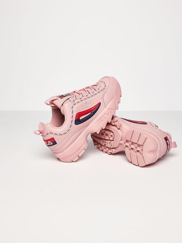 Panduan Gaya Terkini dengan Colorful Sneakers