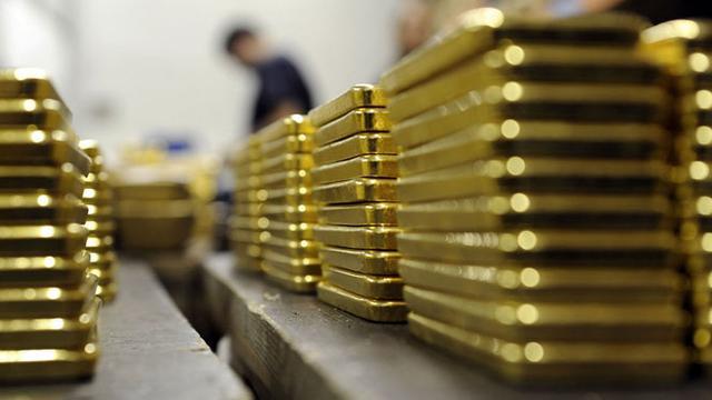 Pasar Saham Global Bergejolak, Harga Emas Ikut Turun