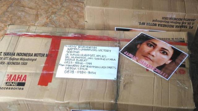 8 Foto Tulisan Jangan Dibanting di Paket Ini Bikin Senyum-Senyum Sendiri