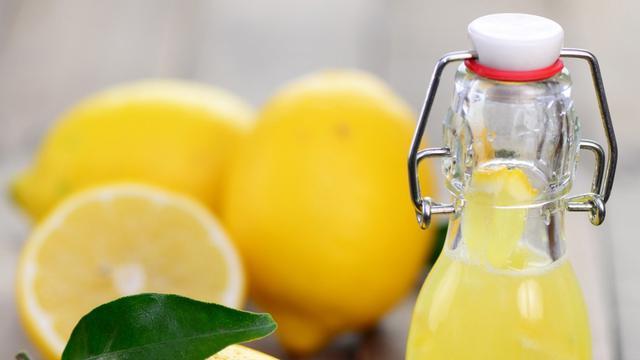Tak cuma untuk wajah, lemon juga bisa dipakai merawat rambut sampai ketiak