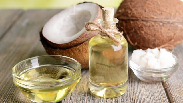 Minyak Kelapa Bisa Turunkan Risiko Penyakit Jantung  (Africa Studio/Shutterstock)