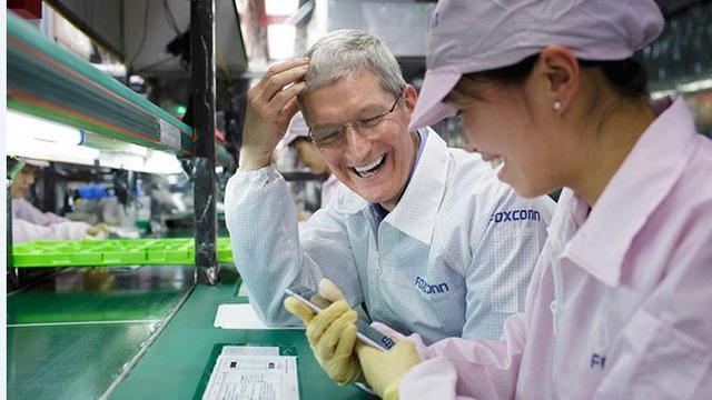 Bos Apple Kunjungi Pabrik iPhone 6