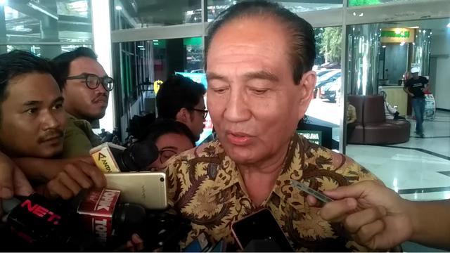 Politikus senior Partai Golkar Theo L Sambuaga menjenguk BJ Habibie di RSPAD, Selasa (10/9/2019)