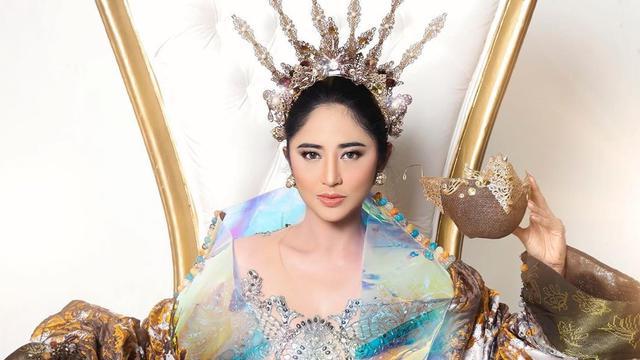 Gaya Dewi Perssik saat Pemotretan Single Terbaru