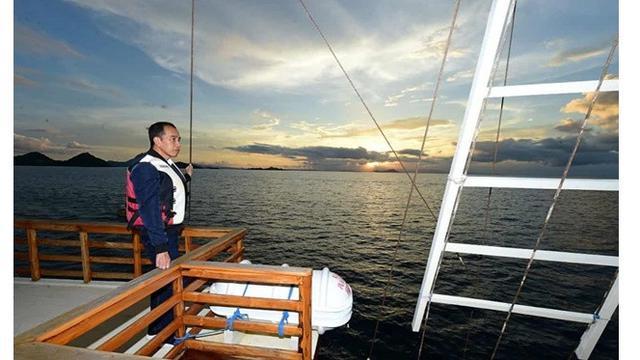 6 Momen Jokowi Kunjungi Labuan Bajo, Makan Mewah Hingga Nikmati Sunset