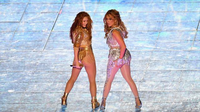 Jennifer Lopez dan Shakira Panaskan Panggung Super Bowl