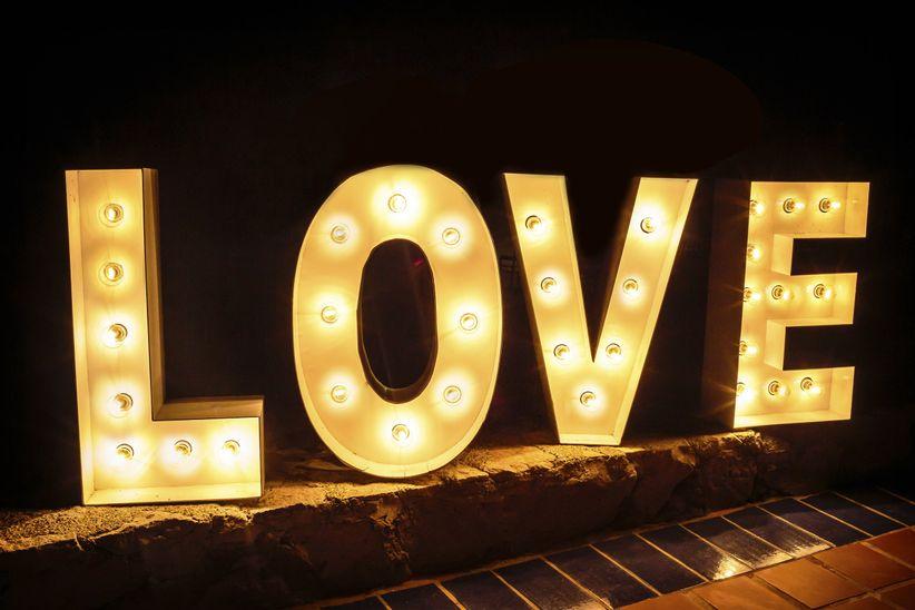 Letras luminosas para decorar tu boda  bodascommx