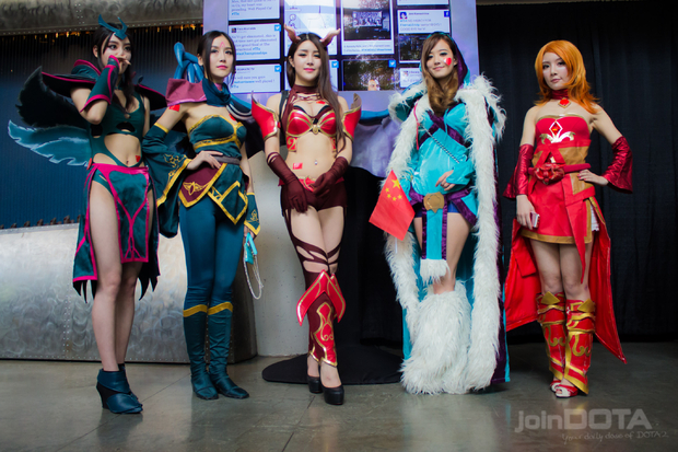 Gallery A Female Cosplay Team The International 2014