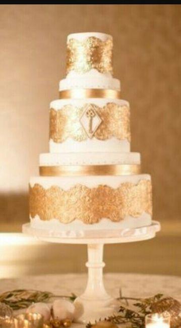 Pastel de boda en color dorado