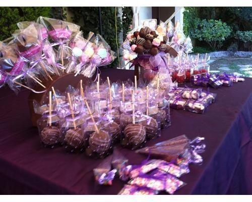 Mesa de dulces color morado