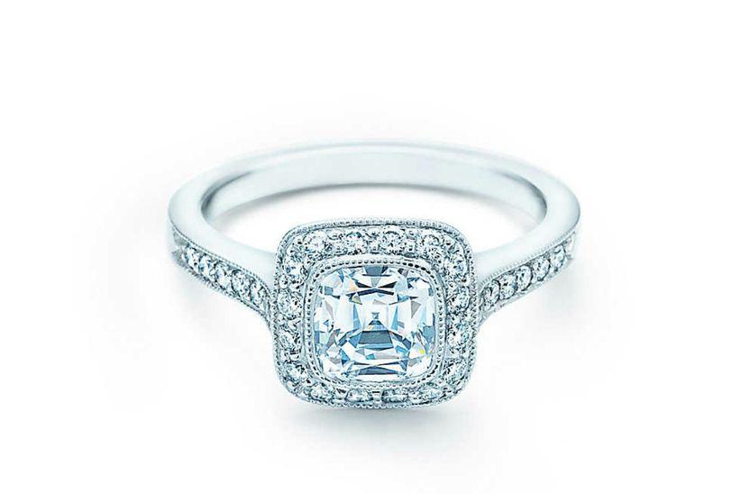 Djate seducir por los anillos de compromiso en oro blanco