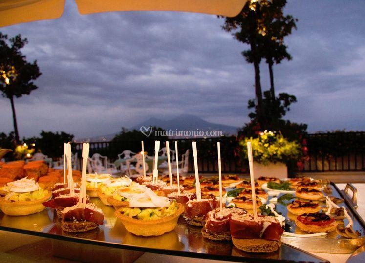 Aperitivo nuziale finger food in terrazza di Hotel Excelsior  Foto 25