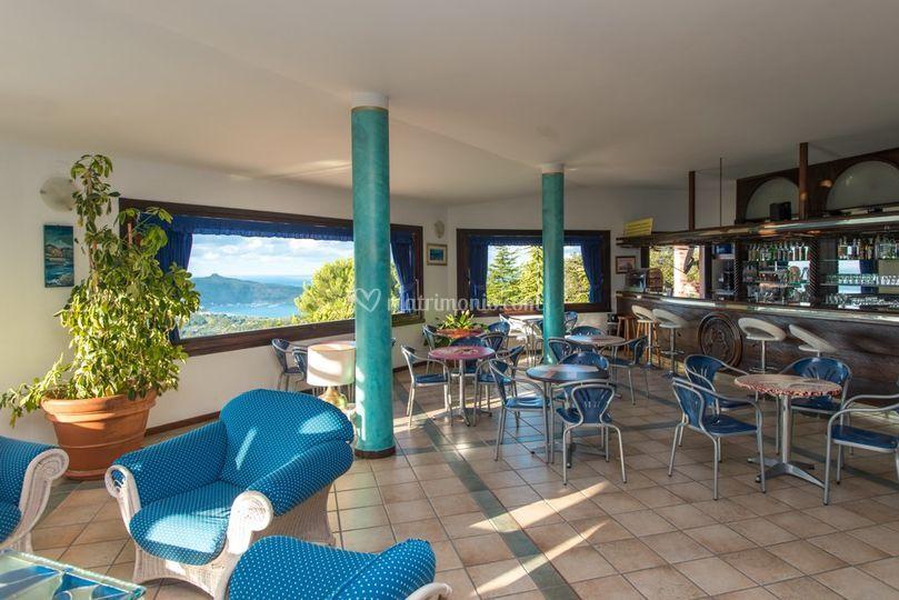 Piscina e hotel in notturna di Resort Pietre Rosse  Fotos