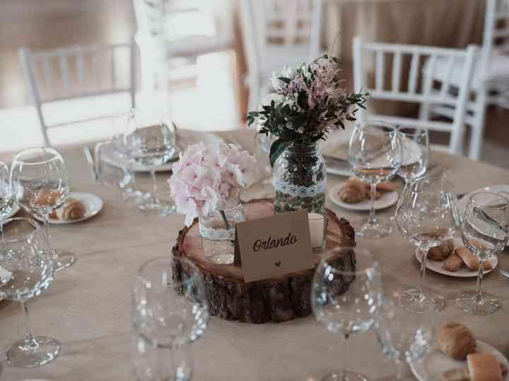 Se hai organizzato un matrimonio elegante puoi impreziosire il tavolo dei tuoi opiti con eleganti e dolcissimi fiori di confetti. 10 Fantastici Centrotavola Fai Da Te