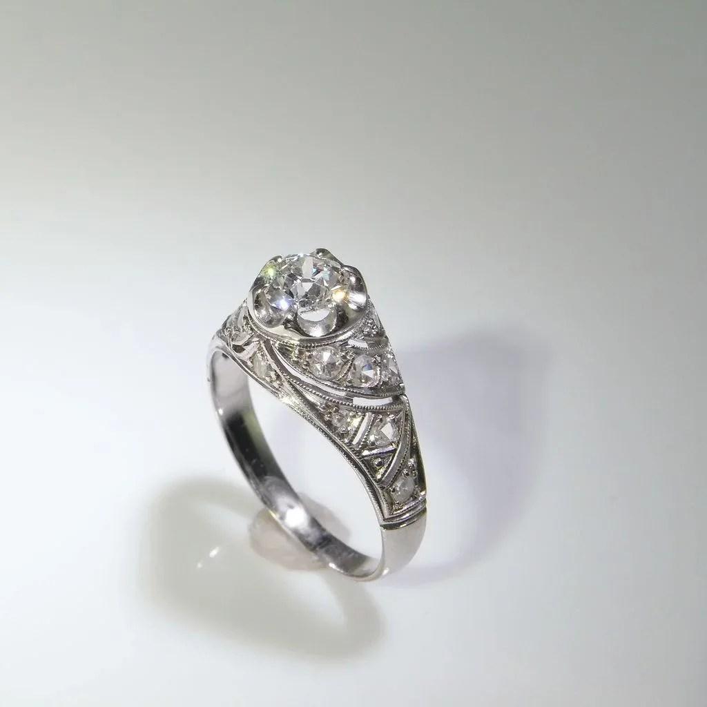 1920s Art Deco Engagement Ring Diamond Ring In Platinum