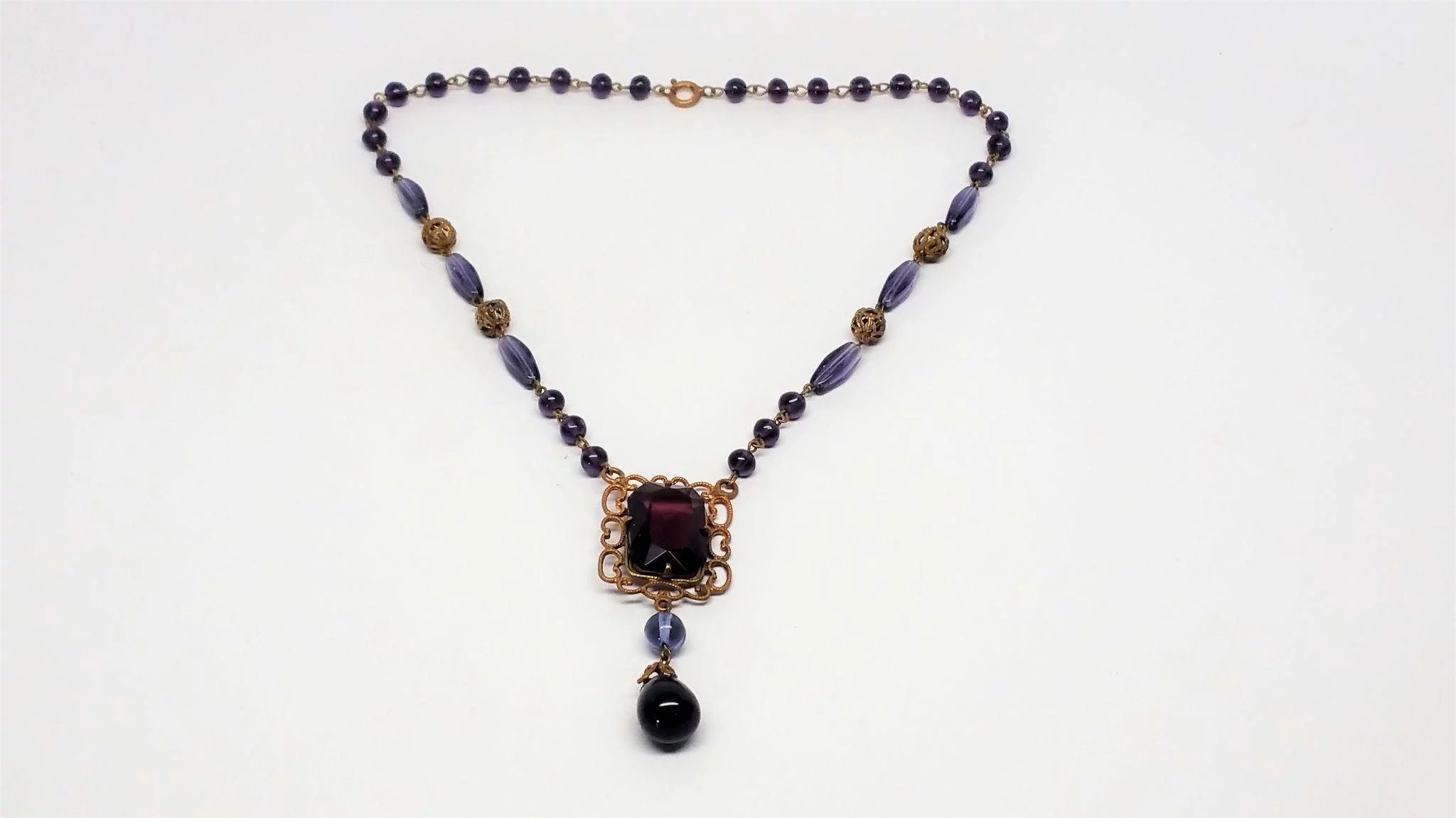 1920s to 30s purple Glass necklace : Vintage Glitz and