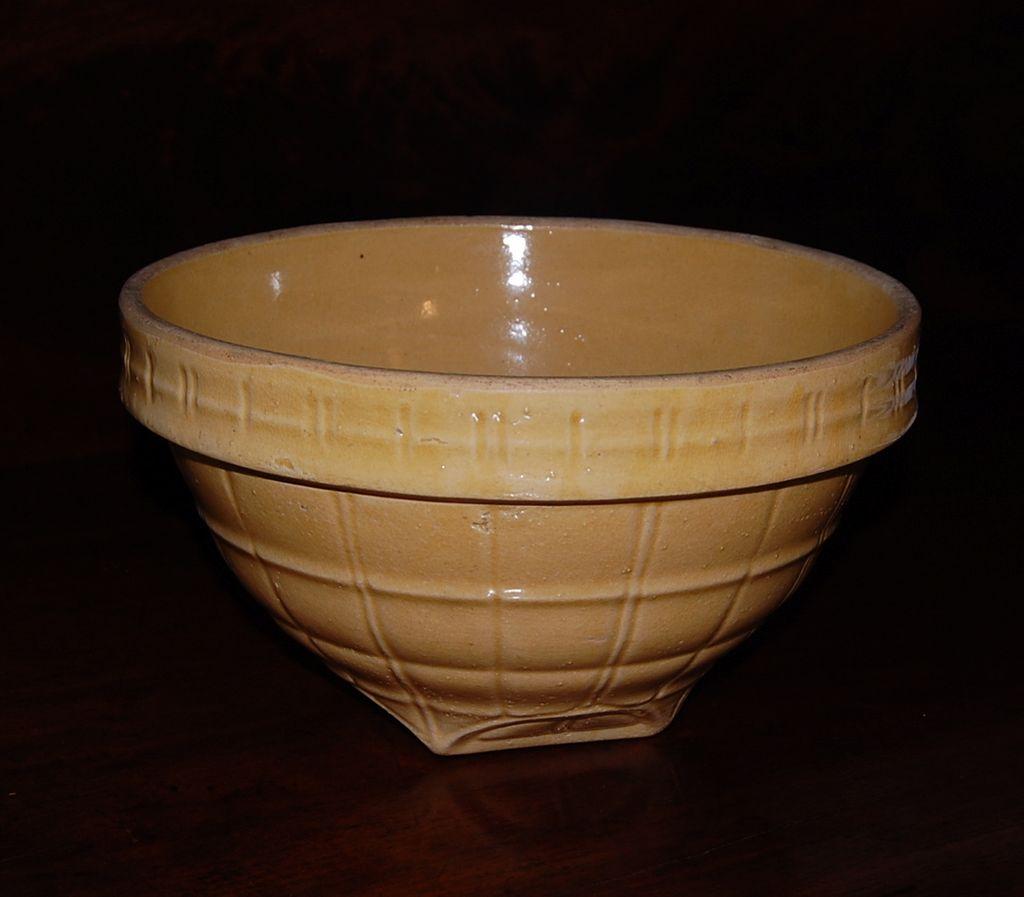 Yellow Ware Mccoy #9 Bowl In Windowpane