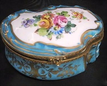 Large China Scallop Porcelain Dresser Vanity Box Marked